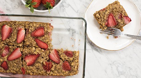 Strawberry & Banana Baked Oatmeal Recipe